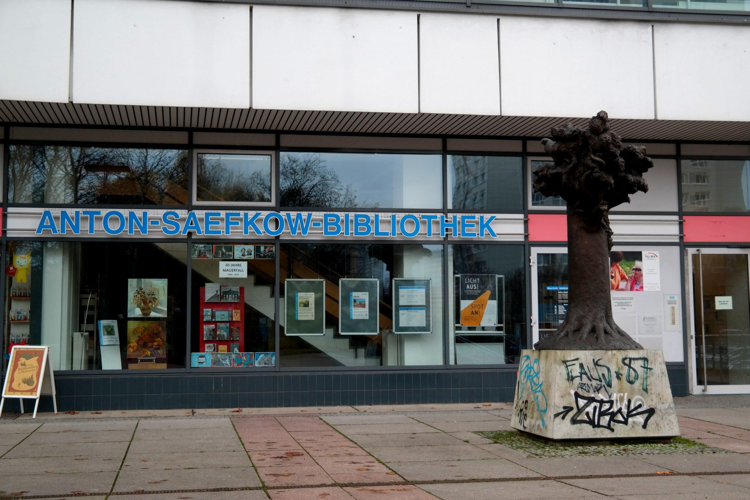 Eingang zur Anton-Saefkow-Bibliothek